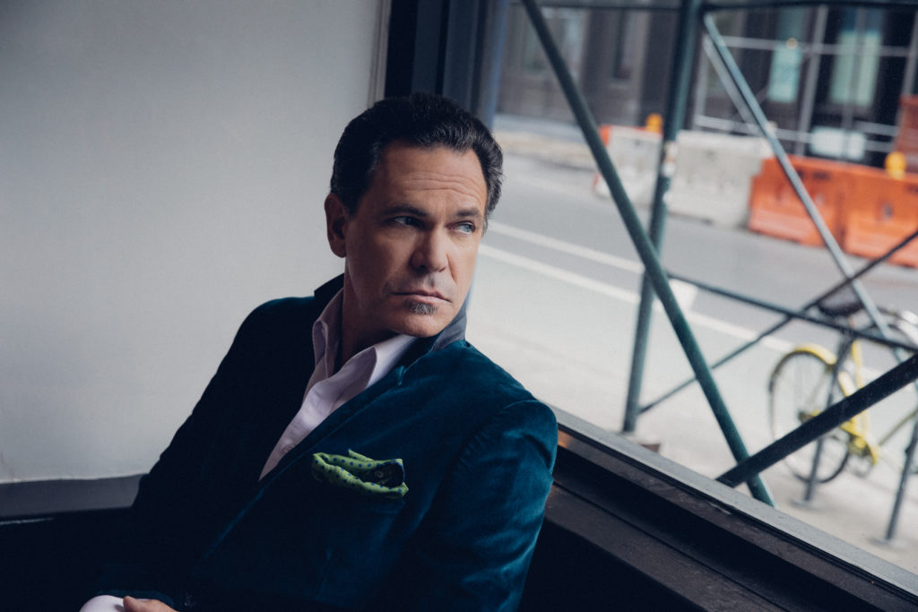 Vocal Stalwart Kurt Elling, A Chicago Music Mainstay, Talks Politics And That Obama Plant